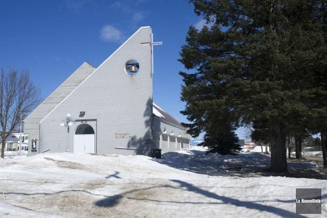 Le dossier de la vente de l'église de... (Photo: Stéphane Lessard Le Nouvelliste)