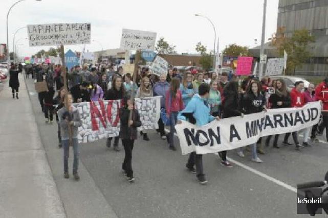 Des citoyens ont organisé des marches, comme celle-ci... (Photothèque Le Soleil)
