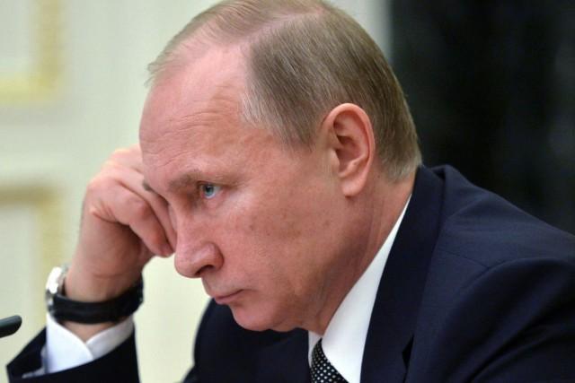 Habituellement omniprésent dans les médias russes,Vladimir Poutine n'est... (PHOTO ALEXEI DRUZHININ, ARCHIVES AP)