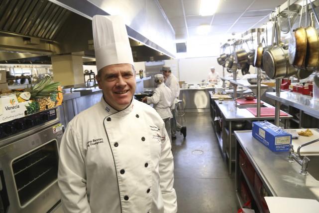 «Dans une cuisine, on est tous responsables», explique... (photo Janick Marois)