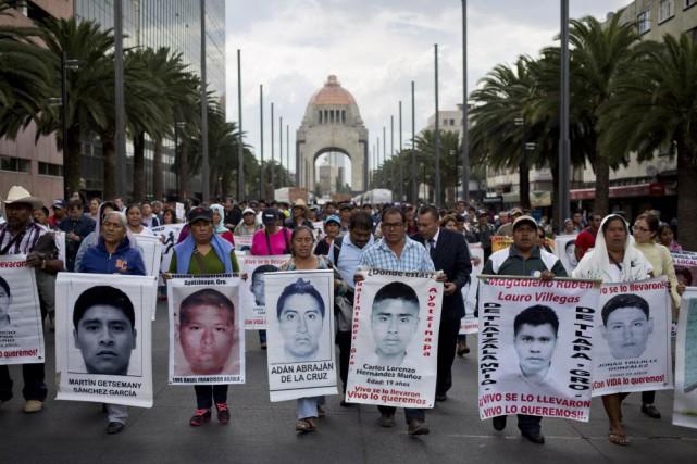 Les parents envisagent de manifester dans des villes... (Photo Eduardo Verdugo, AP)