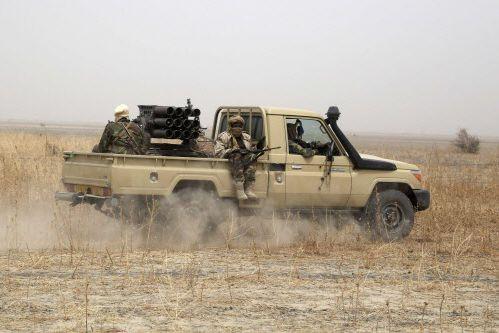 Des milliers de soldats nigériens et tchadiens, massés... (Photo Emmanuel Braun, Reuters)