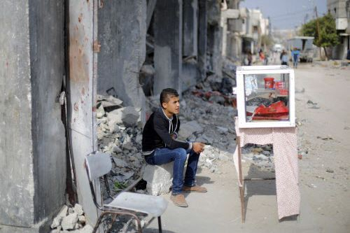 Les conditions sont difficiles à Gaza, particulièrement après... (PHOTO MOHAMMED ABED, AFP)