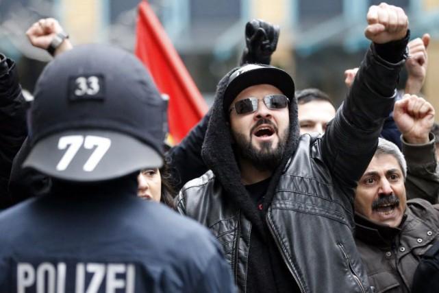 Le rassemblement du mouvement anti-islam Pegida de la... (Photo Frank Augstein, AP)