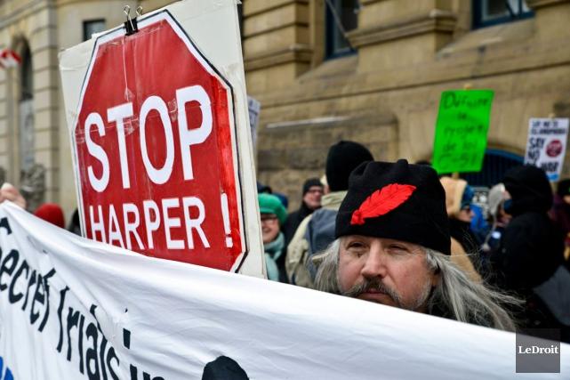 À Ottawa,devant l'édifice Langevin, ils étaient plus de... (Martin Roy, LeDroit)