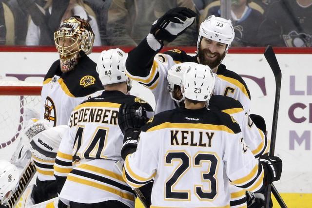 Les Bruins affichent un dossier de 7-0-1 à... (PHOTO GENE J. PUSKAR, AP)