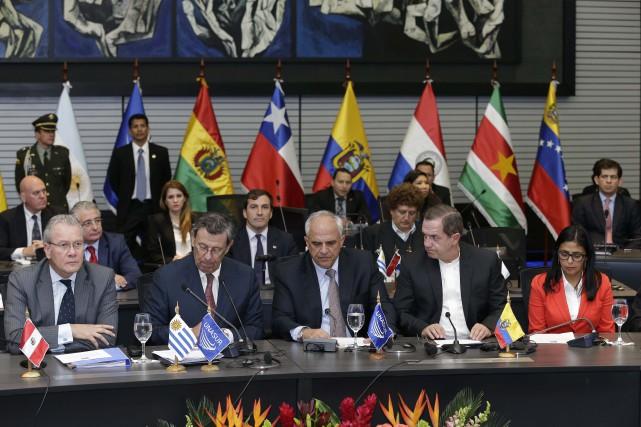 L'UNASUR «demande l'abrogation du décret» signé par le... (Photo Dolores Ochoa, AP)