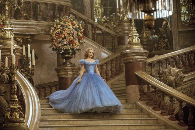 Lily James dans Cinderella.... (PHOTO FOURNIE PAR DISNEY)