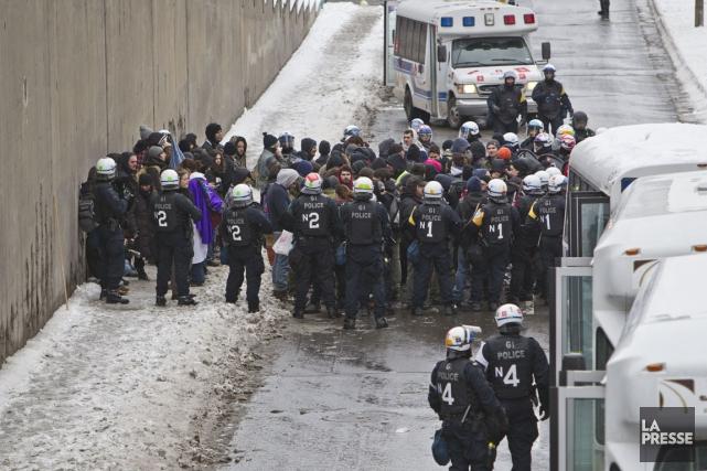 La police a pris les manifestants en souricière... (Photo Félix O.J. Fournier, collaboration spéciale)