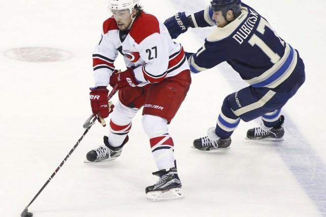 Justin Faulk a compté l'un des trois buts... (Photo Mike Munden, AP)