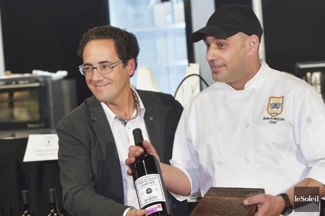 Le chef gagnant, Jean-François Robillard, et le sommelier... (Le Soleil, Jean-Marie Villeneuve)