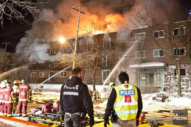 Environ 100 résidants ont dû être rapidement évacués... (PHOTO FÉLIX O.J. FOURNIER, COLLABORATION SPÉCIALE)