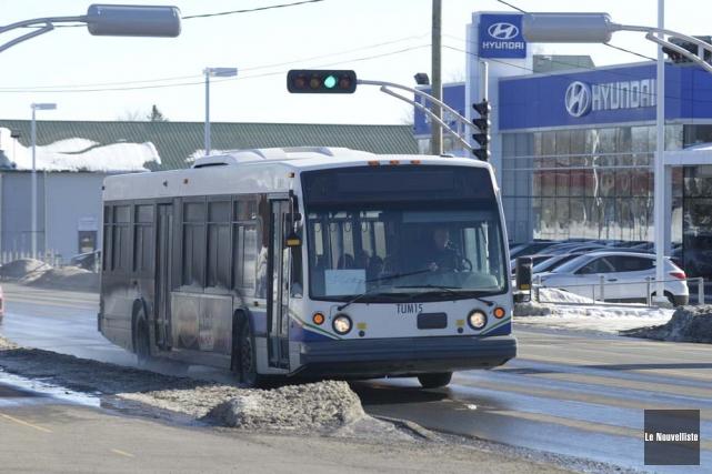 Depuis la fusion, les autobus de la RTCS... (Photo: Sylvain Mayer, Le Nouvelliste)