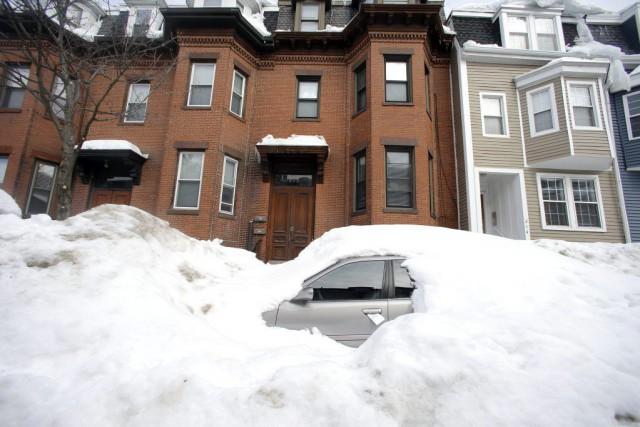 Sur cette photo du 23 février, une voiture... (PHOTO ELISE AMENDOLA, AP)