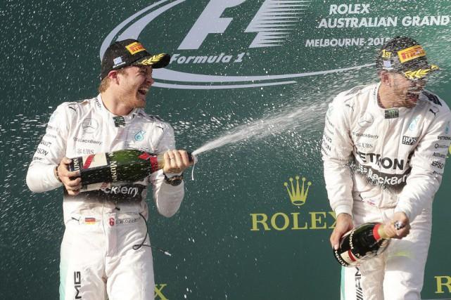 Les coéquipiers chez Mercedes Nico Rosberg et Lewis... (Agence France-Presse)