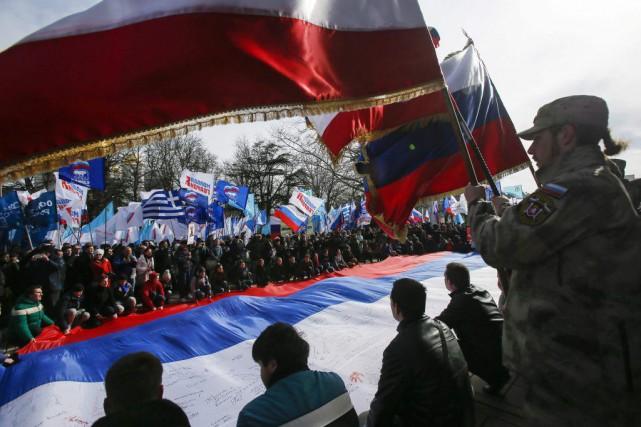 Un grand rassemblement a eu lieu à Simferopol... (PHOTO MAXIM SHEMETOV, REUTERS)
