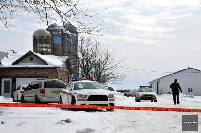 Les gens de la communauté de Saint-Albert étaient encore sous le choc, lundi,... (La Tribune, Yanick Poisson)