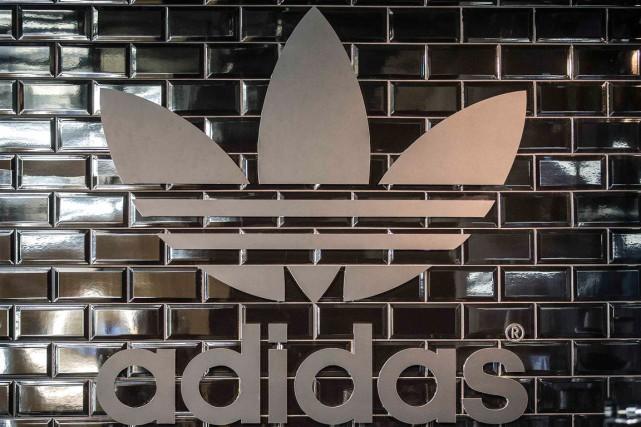 L'équipementier sportif allemand Adidas a confirmé son retour en forme mercredi... (PHOTO HANNIBAL HANSCHKE, ARCHIVES REUTERS)