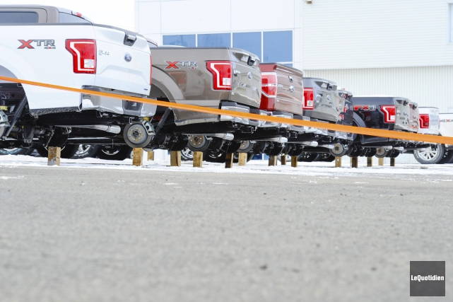 Les roues de huit camionnettes ont été dérobées... ((Photo Le Quotidien, Gimmy Desbiens))