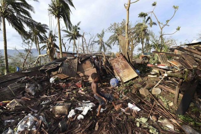 Samson Toara s'est réfugié sous son lit pendant que le cyclone Pam... (Photo Reuters)