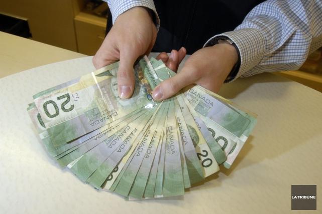 Comment reconnaître un faux billet de banque américain ou canadien? Voilà le... (Archives La Tribune)