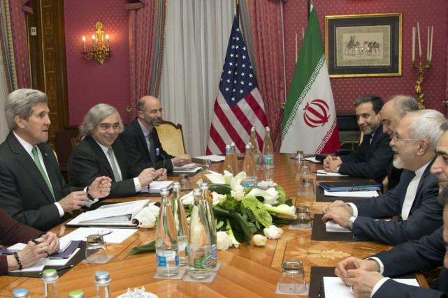 Le secrétaire d'État américain John Kerry et le... (Photo Brian Snyder, AP)