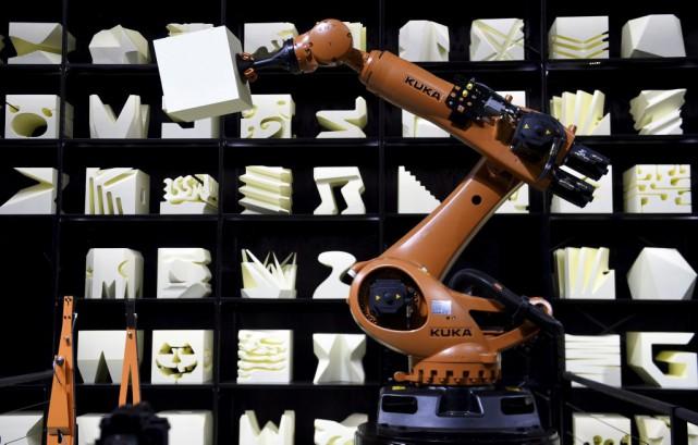 Un robot au CeBIT de Hanovre, le 15... (PHOTO TOBIAS SCHWARZ, AFP)