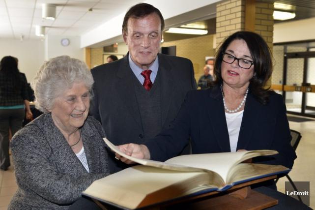 Dre Hazel Markwell est la récipiendaire du Prix diplômée/diplômé de l'année... (Martin Roy, LeDroit)