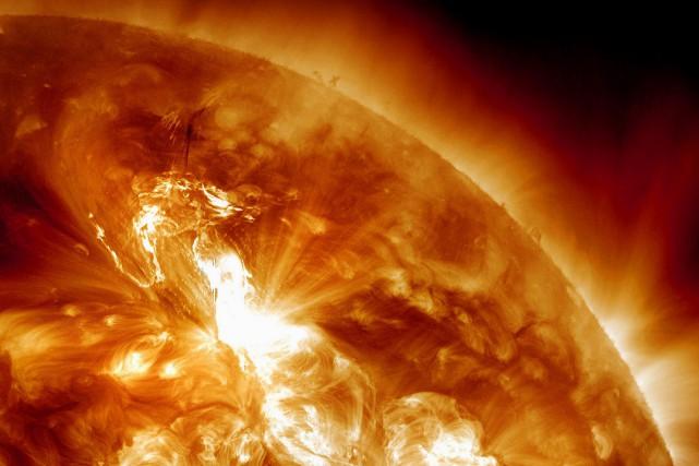 Cette tempête solaire pourrait durer de 24 à... (PHOTO ARCHIVES AP/NASA)