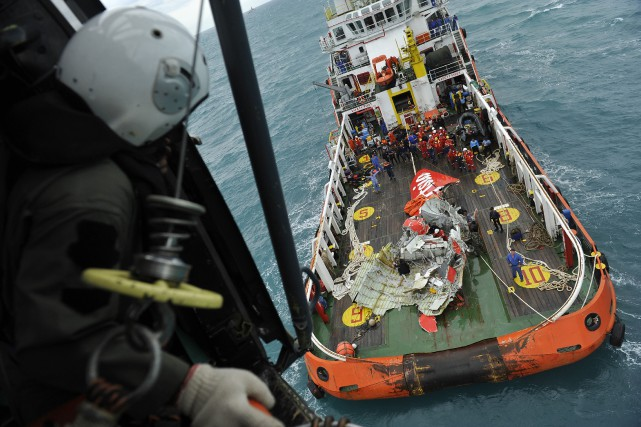 Les autorités ont retrouvé les corps de 106... (Photo Prasetyo Utomo, AFP)