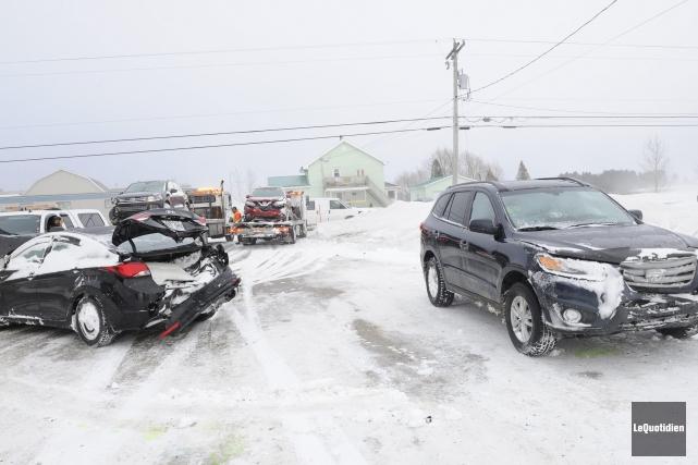 Une vingtaine de véhicules ont été impliquées dans... ((Photo Le Quotidien, Gimmy Desbiens))