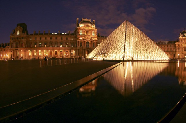 Le Louvre... (PHOTO ARCHIVES AFP)