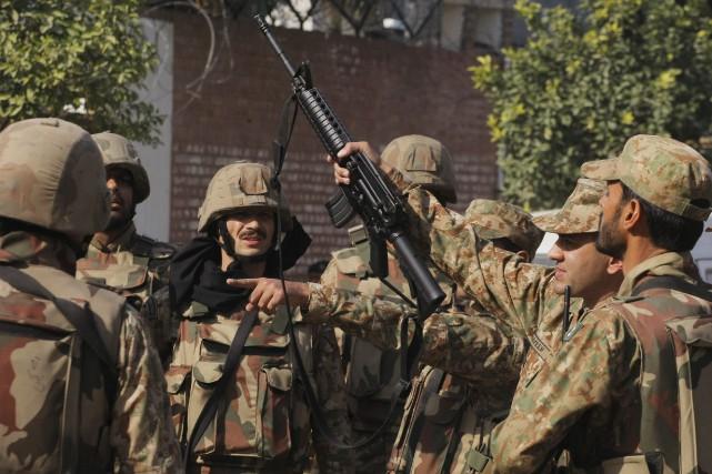 Les forces pakistanaises avaient lancé en juin dernier... (PHOTO ARCHIVES AP)