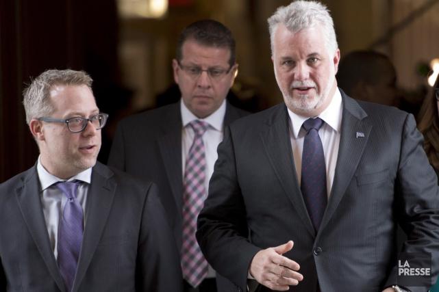 Le premier ministre Philippe Couillard, qu'on voit ici... (La Presse Canadienne)