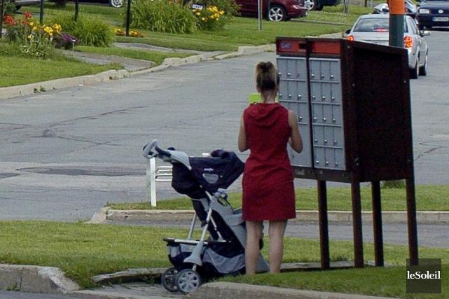 Un couple d'Ottaviens déplore la décision de Postes Canada d'installer, sans... (Erick Labbé, Archives Le Soleil)