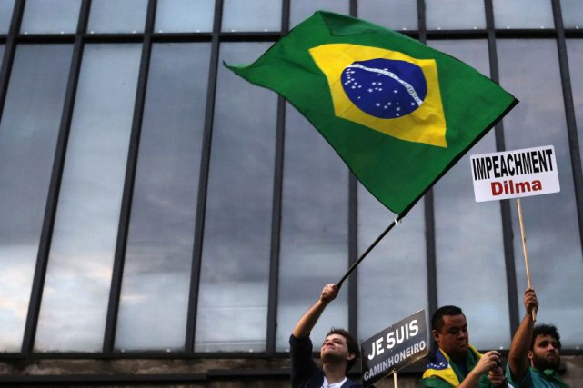 Jusqu'à 1,7 million de Brésiliens ont manifesté dimanche... (PHOTO NACHO DOCE, REUTERS)