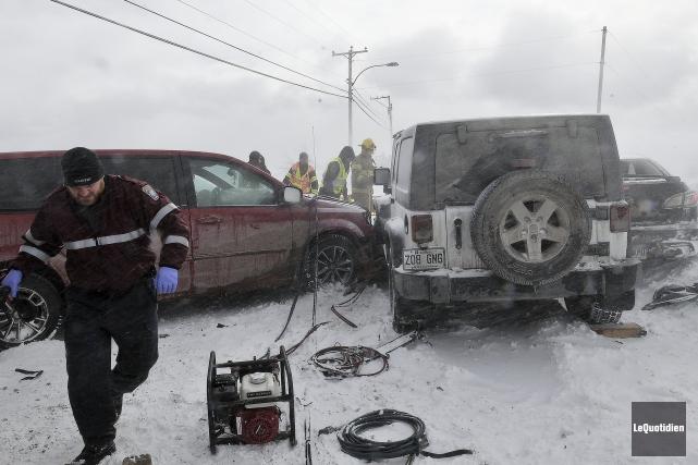 Un accident a fait trois blessés mineurs, hier... ((Photo Le Quotidien-Rocket Lavoie))