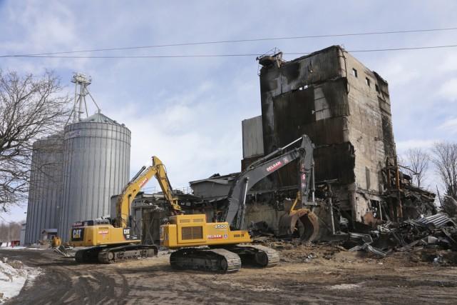 Les travaux de démolition des vestiges de la... (photo Alain Dion)