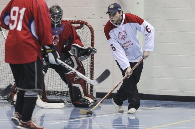 Le Championnat provincial de hockey intérieur des Olympiques... (Patrick Woodbury, LeDroit)