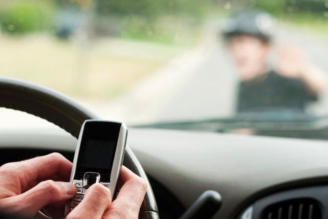 Texter au volant n'est jamais une bonne idée, mais elle le sera encore moins la... (Photo fournie)