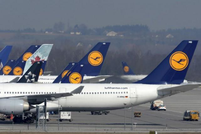 Les pilotes de la Lufthansa se sont opposés lundi à la présence d'un deuxième... (PHOTO ARCHIVES AFP)