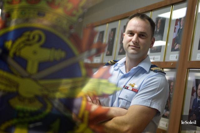 Le capitaine Mathieu Bertrand, commandant du centre de... (Le Soleil, Yan Doublet)