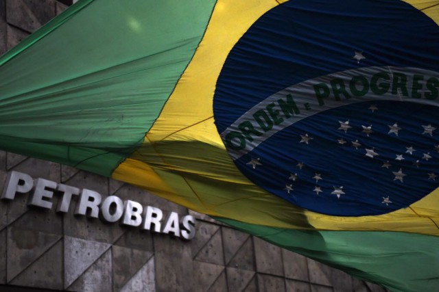 Le scandale Petrobras implique la plus grande entreprise... (PHOTO VANDERLEI ALMEIDA, AFP)