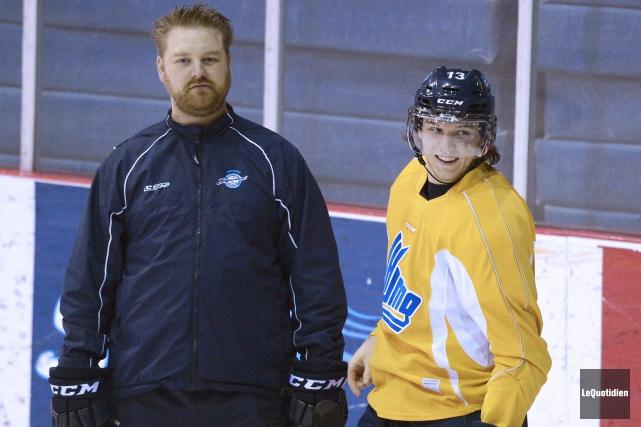Ici en compagnie de l'entraîneur adjoint Patrick Gosselin,... ((Photo Le Quotidien, Jeannot Lévesque))