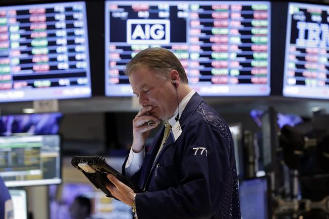 Wall Street a fini la séance en nette hausse vendredi, rassurée par la Fed et... (Photo Richard Drew, AP)