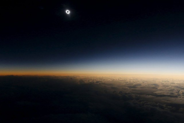 Il s'agissait de la 10e éclipse solaire totale... (PHOTO SERGEI KARPUKHIN, REUTERS)