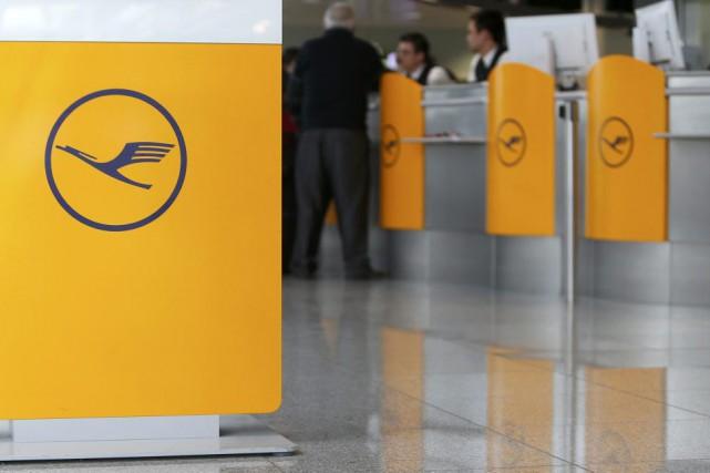 Sur les 160 vols intercontinentaux de Lufthansa prévus,... (PHOTO MICHAELA REHLE, REUTERS)