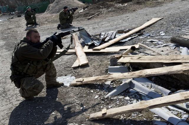 Les rebelles disent contrôler environ 30% du village... (PHOTO JOHN MACDOUGALL, AFP)