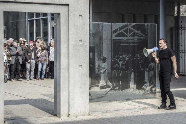 «Silence, ça tourne...»: 120 ans après La sortie d'usine, film des... (Photo: AFP)