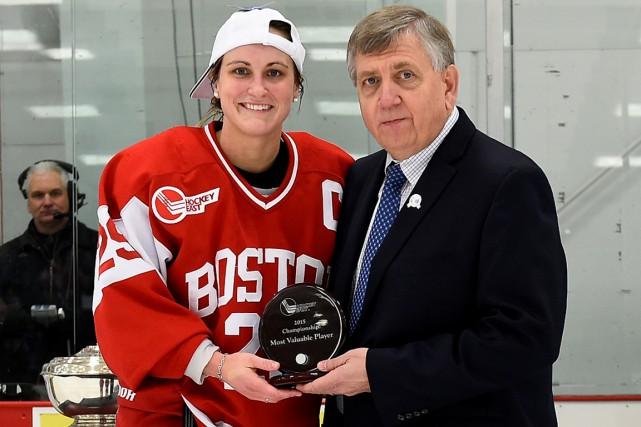 Marie-Philip Poulin a aidé lesTerriers l'Université de Boston... (PHOTO FOURNIE PAR ERIC CANHA, BOSTON UNIVERSITY)